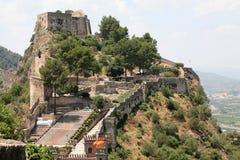 De muren van het historische kasteel royalty-vrije stock foto's