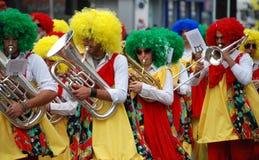 De musici in Carnaval paraderen Royalty-vrije Stock Foto's