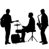 De musici die van de silhouettenstraat instrumenten op een witte achtergrond spelen stock illustratie