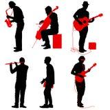 De musici die van de silhouettenstraat instrumenten op een witte achtergrond spelen vector illustratie