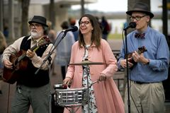 De musici presteren bij straatfestival in Beaufort van de binnenstad, Zuid-Carolina Royalty-vrije Stock Foto's