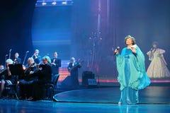 De musici spelen muziek en Edyta Piecha zingt Royalty-vrije Stock Fotografie