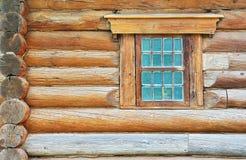 De muur en het venster van het logboek Stock Fotografie