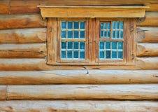 De muur en het venster van het logboek Royalty-vrije Stock Foto