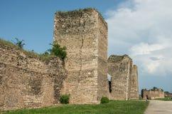 De muur en de torens van Smederevo-Vesting zijn middeleeuws versterkt c Stock Afbeelding