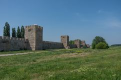 De muur en de torens van Smederevo-Vesting zijn middeleeuws versterkt c Stock Fotografie