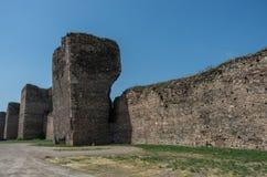 De muur en de torens van Smederevo-Vesting zijn middeleeuws versterkt c Stock Afbeeldingen