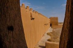 De muur en watchtower van Abu Jifan Fort en Paleis, Riyadh Provincie, Saudi-Arabië stock fotografie