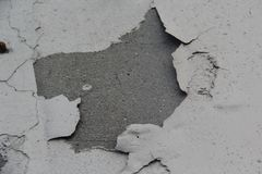De muur is gebarsten geschilderd Gezien cementbasis Kan voor achtergrond gebruiken stock afbeelding