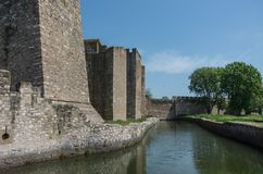 De muur, de gracht en de torens van Smederevo-Vesting zijn een middeleeuwse forti Royalty-vrije Stock Afbeelding
