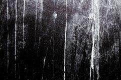 De muur schilderde witte kleur op zwart beton Stock Fotografie