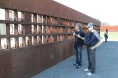 De muur van Berlijn, slachtoffersgedenkteken Stock Fotografie
