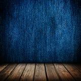 De muur van de jeans en houten vloerbinnenland Royalty-vrije Stock Afbeeldingen