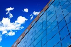 De muur van het glas van de bureaubouw. Stock Afbeeldingen