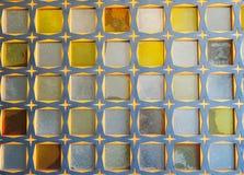 De muur van het glasblok van blauw-gele kleuren Oosters patroon, textuur royalty-vrije stock afbeelding