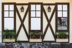 De muur van het huis met Vensters Royalty-vrije Stock Foto