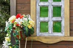 De muur van het huis met Vensters Stock Fotografie