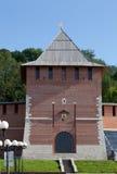 De muur van het Kremlin en Toren van Conceptie in Nizhny Novgorod, Rusland stock foto