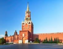 De muur van het Kremlin met toren, het rode vierkant van Rusland - van Moskou stock afbeeldingen