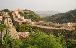 De muur van het Kumbhalgarhfort Royalty-vrije Stock Afbeeldingen