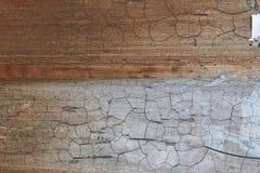 De muur van het metaalblad met oude emailverf wordt behandeld met een barstenlijn die Royalty-vrije Stock Afbeeldingen