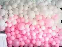 De muur van de huwelijksdecoratie van ballons stock afbeeldingen