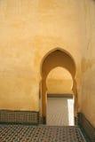 De muur van Medina met deur Stock Foto's