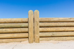 De Muur van omheiningswood poles low Royalty-vrije Stock Foto