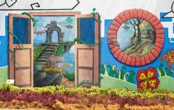 De muurschilderijen van het aardthema en echte bloem Stock Foto