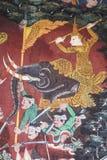 De muurschilderingen zijn mooi en in Thaise tempels stock afbeelding