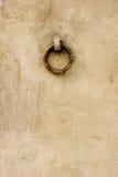 De muurtextuur van de gipspleister met ring stock fotografie