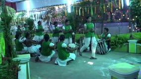 De Muziek die van Chendamelam met de Traditionele functie van het Trommelshuwelijk spelen stock videobeelden