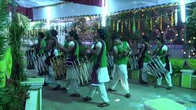 De Muziek die van Chendamelam met de Traditionele functie van het Trommelshuwelijk spelen stock footage
