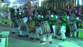 De Muziek die van Chendamelam met de Traditionele functie van het Trommelshuwelijk spelen stock video