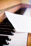 De muziek en de piano van het blad Royalty-vrije Stock Foto's