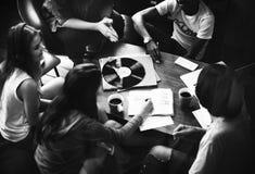 De Muziek van de mensenvriendschap het Spreken Vermaaksamenhorigheid Conce Royalty-vrije Stock Foto's