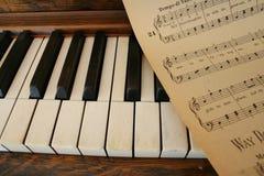 De muziek van de piano en van het blad Stock Fotografie