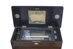 De muziekdoos van weleer in een zwarte houten doos voor 6 stemt op een witte achtergrond royalty-vrije stock foto's