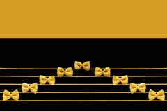 De muzieknoten worden gemaakt gebruikend een macaroni stock foto's