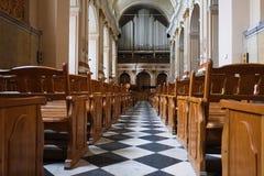 De muziekzaal van het pijporgaan in katholieke kathedraal Stock Foto's