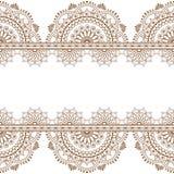 De naadloze bruine Indische grenzen van patroonmehndi met weerspiegelde bloemen en geometrische elementen voor tatoegering stock illustratie