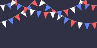 De naadloze slinger met de vlaggen van de driehoeksviering ketent, witte, blauwe, rode pennons op donker vuurwerk als achtergrond Royalty-vrije Stock Fotografie