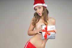 De naakte meisje behandelde gift van Kerstmis Stock Foto's