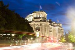De nacht licht Berlijn van het Parlement Reichstag Stock Afbeeldingen