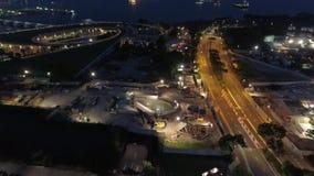 De nacht Luchtmooving van Singapore aan haven schot Commerciële haven van Singapore stock videobeelden