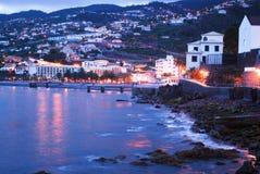 De nacht op Kerstman Cruz in het eiland van Madera stock fotografie