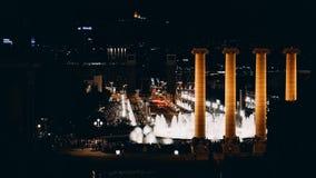 De nacht toont van zingende fonteinen Barcelona spanje royalty-vrije stock afbeeldingen