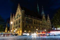 De Nacht Unieke Architectuur van Ulmrathaus stock afbeeldingen