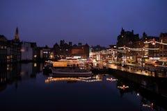De nacht van Amsterdam stock afbeelding