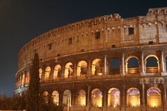 De Nacht van Coliseum (Colosseo - Rome - Italië) royalty-vrije stock foto's